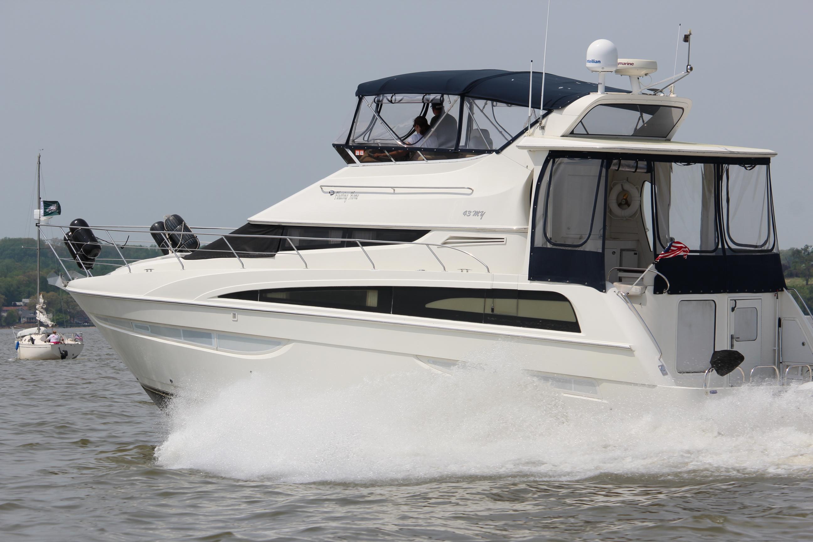 Carver 43MY motoring on the Chesapeake Bay